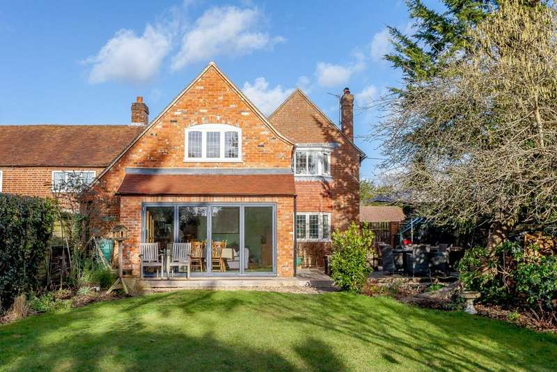 4 Bedrooms Semi Detached House for sale in Whistlers Lane, Silchester, Reading