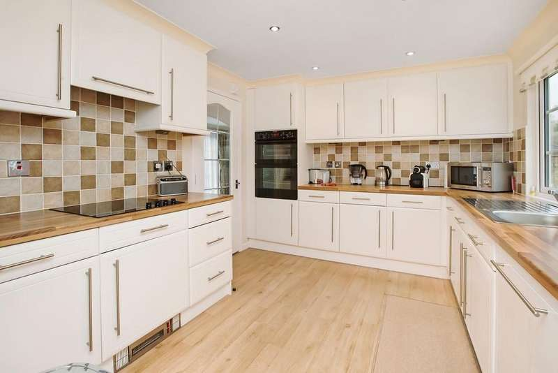 2 Bedrooms Detached Bungalow for sale in Moorland Park, Bovey Tracey