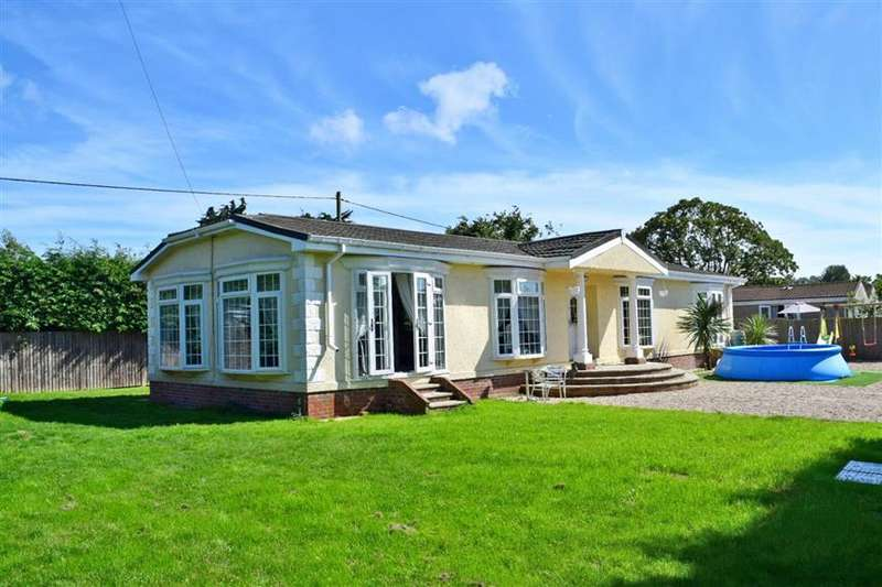 3 Bedrooms Park Home Mobile Home for sale in Northfields Lane, Westergate, Chichester, West Sussex