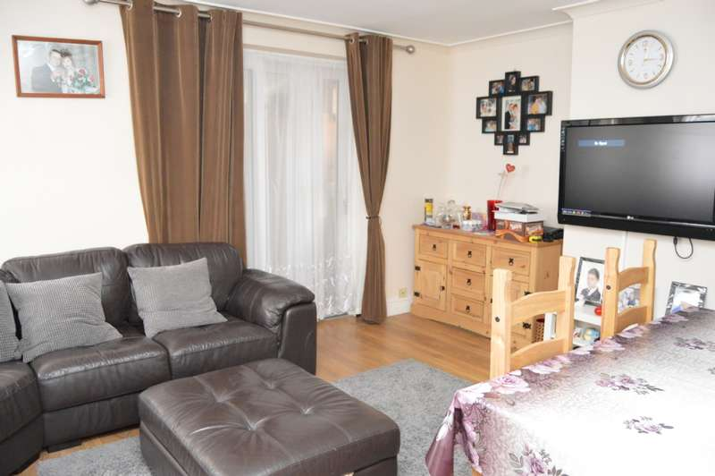 3 Bedrooms Semi Detached House for sale in St Clair Road, London