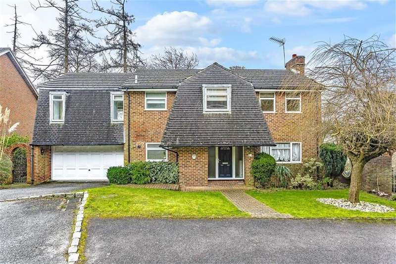 5 Bedrooms Detached House for sale in Highwoods, Caterham, Surrey