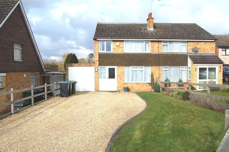 3 Bedrooms Semi Detached House for rent in Roman Way, Alcester, B49