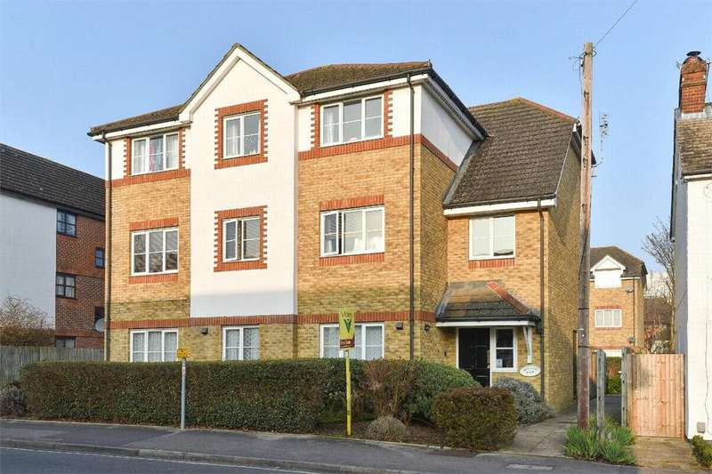 2 Bedrooms Flat for sale in Swift Court, 108 Clarence Road, Fleet, Hampshire