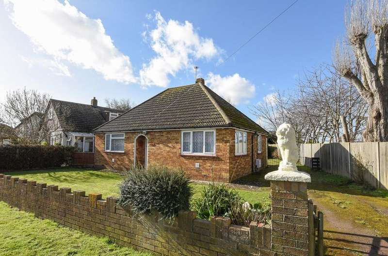 2 Bedrooms Detached Bungalow for sale in Bosmere Road, Hayling Island, PO11