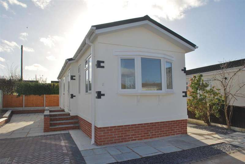 2 Bedrooms Park Home Mobile Home for sale in Orchard Court, Marsh Lane, Frodsham