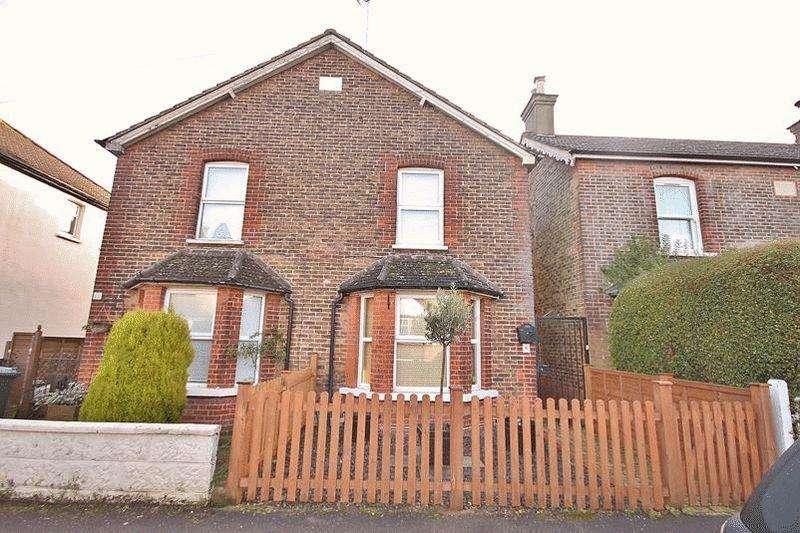 2 Bedrooms Semi Detached House for sale in Glebe Road, Warlingham