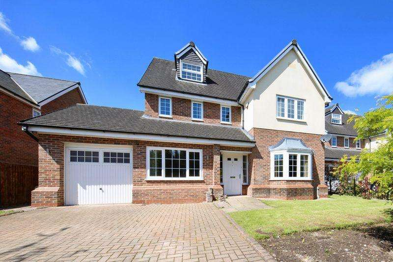5 Bedrooms Detached House for sale in Clubhouse Close, Bamford, Rochdale