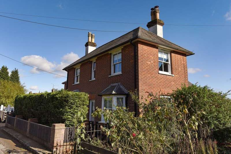 3 Bedrooms Detached House for sale in Cryers Hill, High Wycombe HP15, Buckinghamshire, HP15