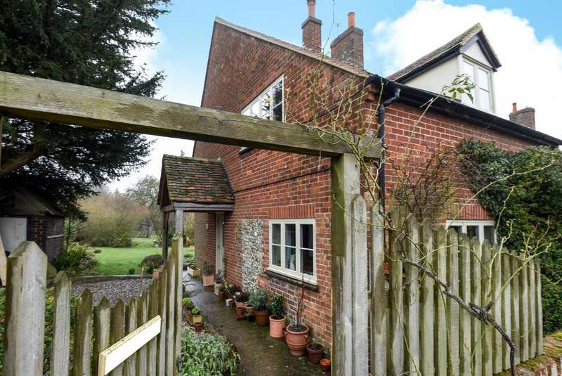 2 Bedrooms Cottage House for rent in Britwell Salome, Oxfordshire, OX49