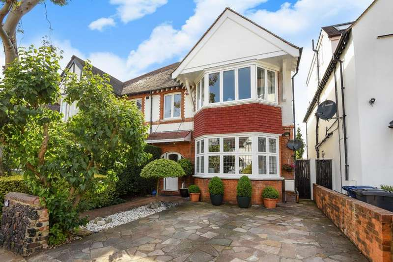 6 Bedrooms House for sale in Lyndhurst Gardens, Finchley, N3