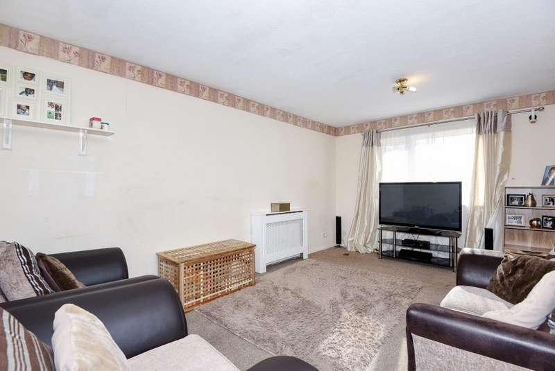 2 Bedrooms Flat for sale in Elm Farm, Aylesbury, HP21