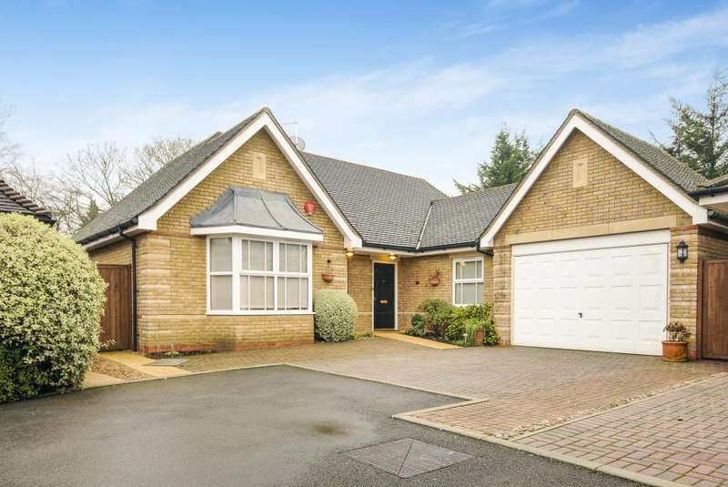 3 Bedrooms Detached Bungalow for sale in Canons Park, Edgware, HA8
