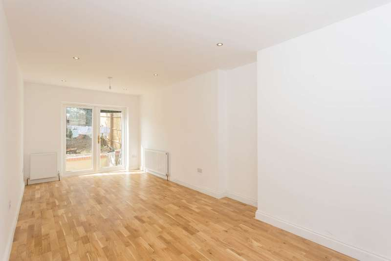 4 Bedrooms Semi Detached House for sale in Valley Walk, Croxley Green, Hertfordshire