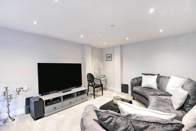 2 Bedrooms Flat for sale in Princess Park Manor East Wing, Royal Drive, N11