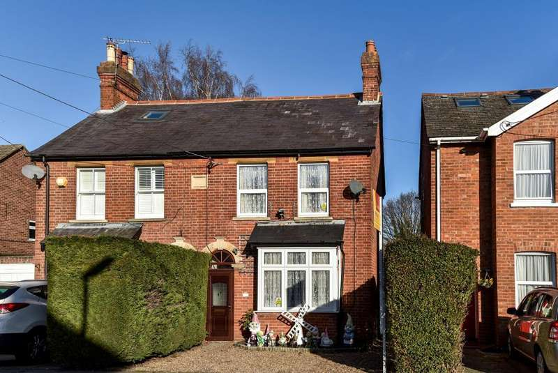 3 Bedrooms House for sale in Lightwater, Surrey, GU18