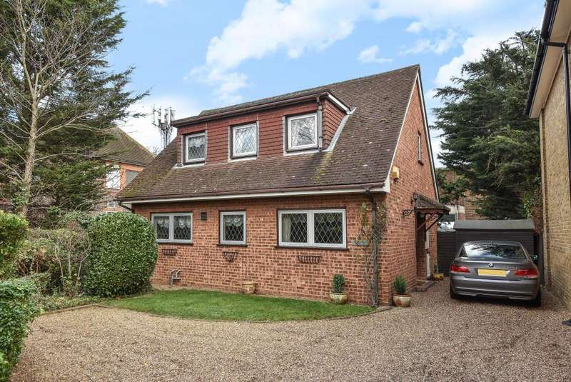 3 Bedrooms Detached House for sale in Green Street, Lower Sunbury, TW16