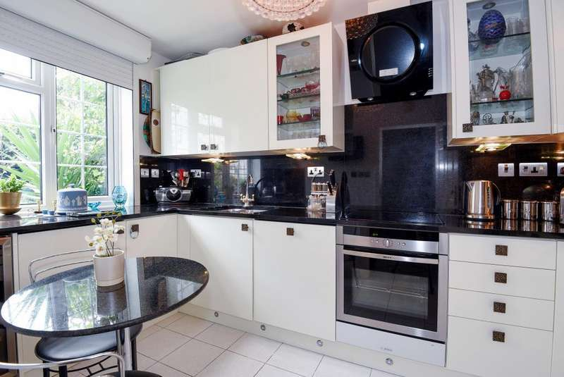 3 Bedrooms House for sale in Randolph Avenue, Maida Vale, W9, W9