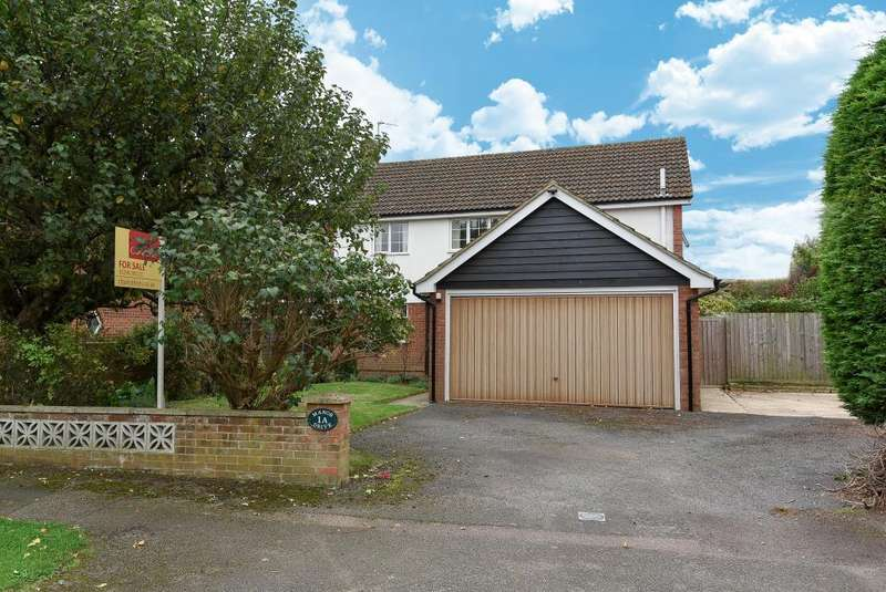 4 Bedrooms Detached House for sale in Manor Drive, Aylesbury, HP20