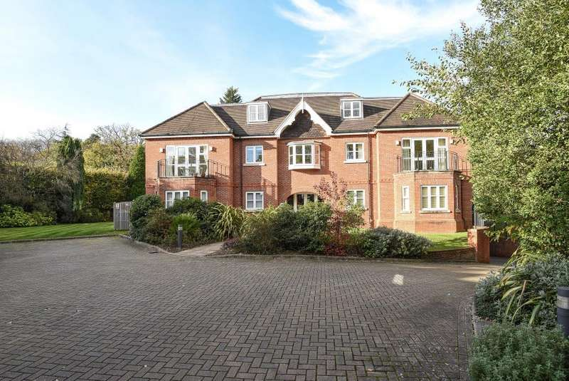 2 Bedrooms Flat for sale in Snows Rise, Windlesham, GU20