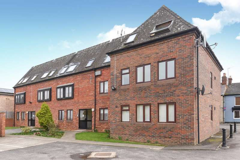 1 Bedroom Flat for sale in North Street, Bicester, OX26