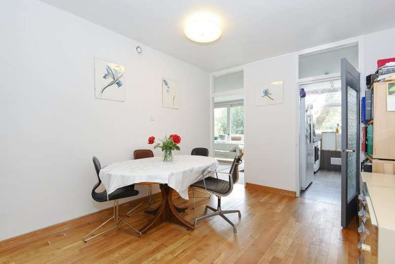 2 Bedrooms Flat for sale in Southwood Park, Southwood Lawn Road, Highgate, London, N6