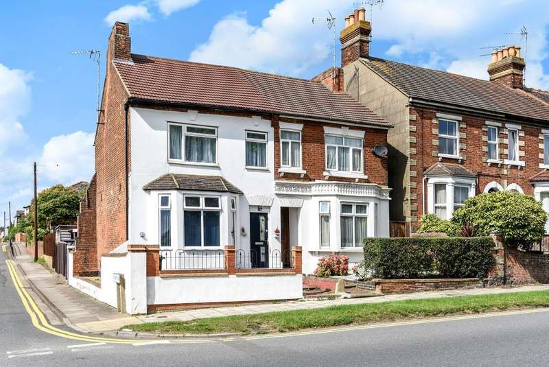 2 Bedrooms Maisonette Flat for sale in Bierton Road, Aylesbury, HP20