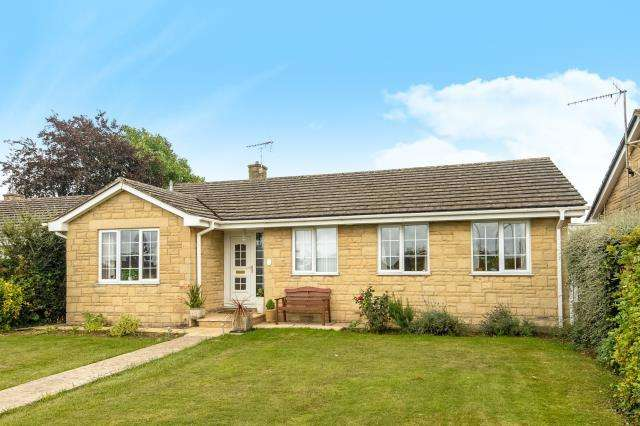 3 Bedrooms Detached Bungalow for sale in Wychwood View, Minster Lovell, OX29