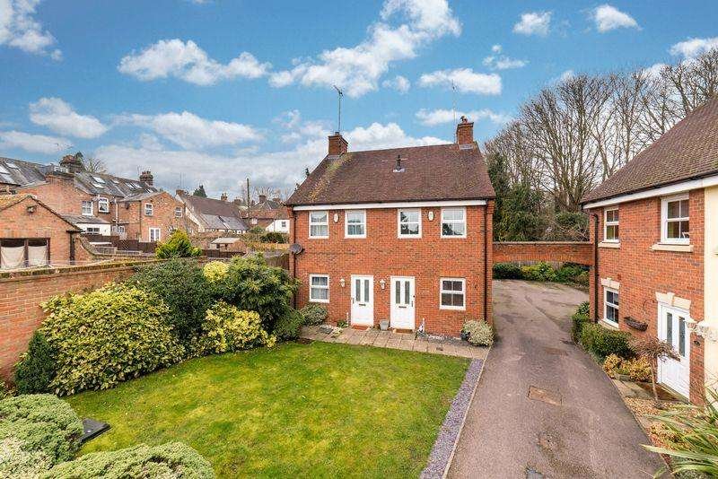 2 Bedrooms Semi Detached House for sale in Fullerton Close, Markyate