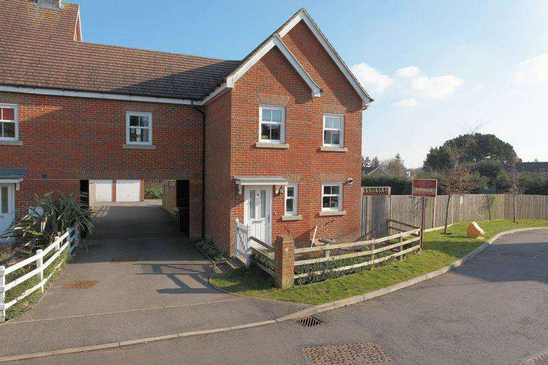 4 Bedrooms Link Detached House for sale in Martins Gardens, Crowborough, East Sussex