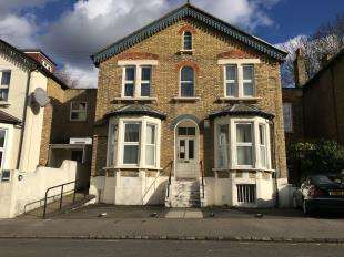 4 Bedrooms Detached House for sale in Heathfield Road, South Croydon