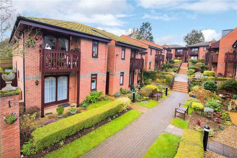 2 Bedrooms Apartment Flat for sale in Paynes Court, High Street, Buckingham
