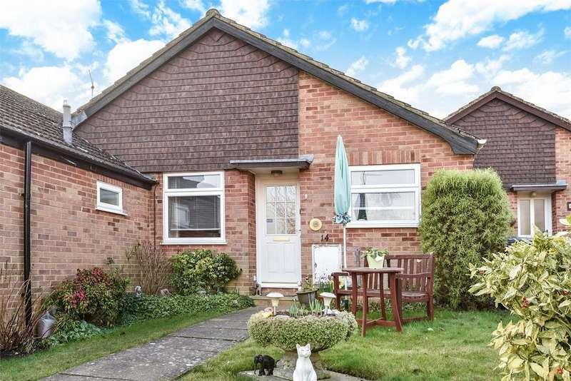 2 Bedrooms Terraced Bungalow for sale in Farnham, Surrey