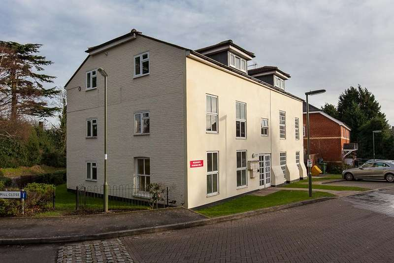 2 Bedrooms Flat for rent in Mill Close, Bagshot, GU19