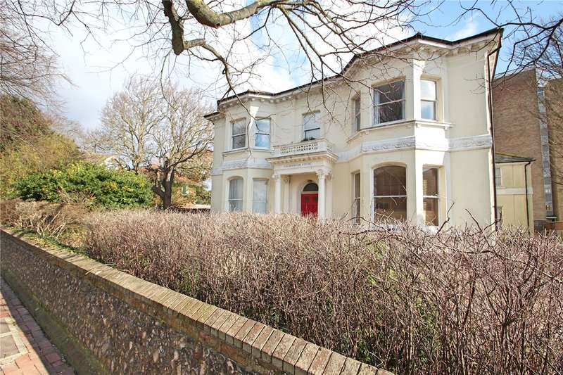 2 Bedrooms Apartment Flat for sale in Farncombe Road, Worthing, West Sussex, BN11