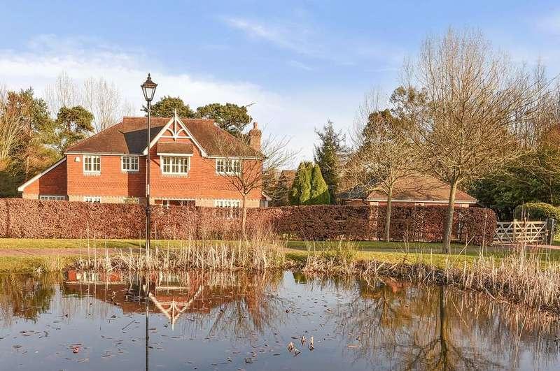 5 Bedrooms Detached House for sale in Rookwood Park, Horsham, RH12