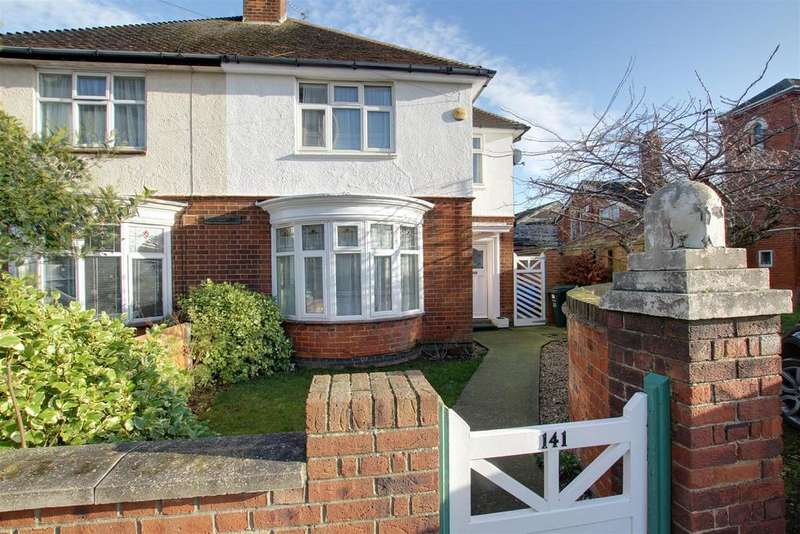 3 Bedrooms Semi Detached House for sale in Victoria Road, Mablethorpe