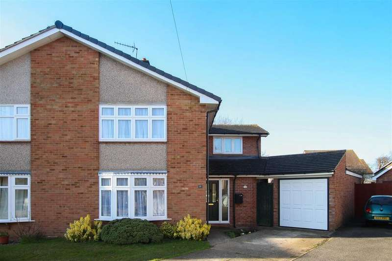 4 Bedrooms Semi Detached House for sale in Kelvedon Hatch