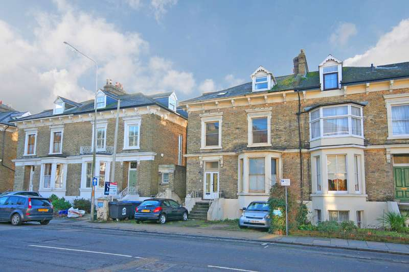 2 Bedrooms Apartment Flat for sale in Maison Dieu Road, Dover CT16