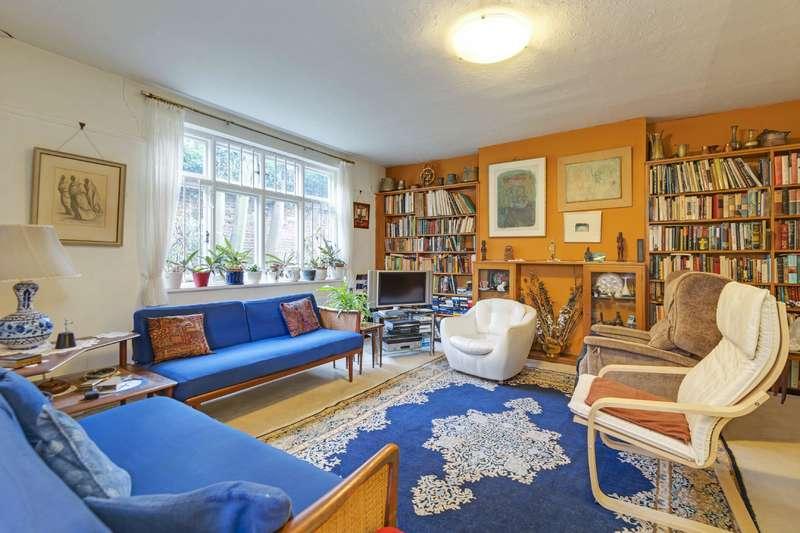 3 Bedrooms Flat for sale in Lyndhurst Gardens, Hampstead