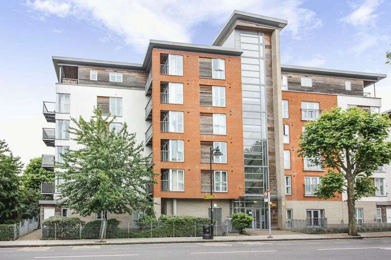 2 Bedrooms Property for sale in Tredegar Road, London