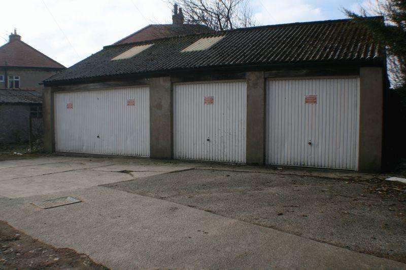 Garages Garage / Parking for sale in Strawberry Garden Garages