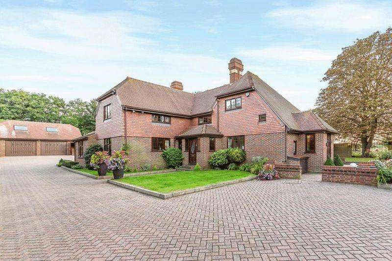 4 Bedrooms Detached House for sale in College Road, Hextable Village, Sevenoaks