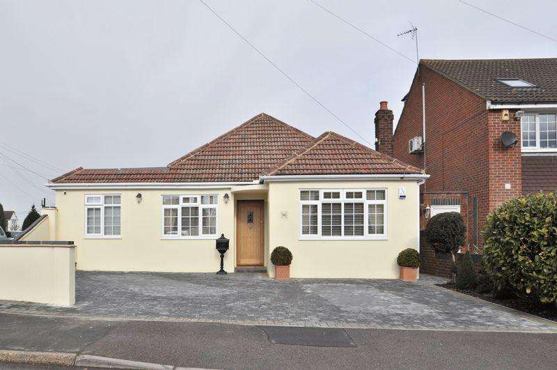 3 Bedrooms Detached Bungalow for sale in Mill Road, Hawley