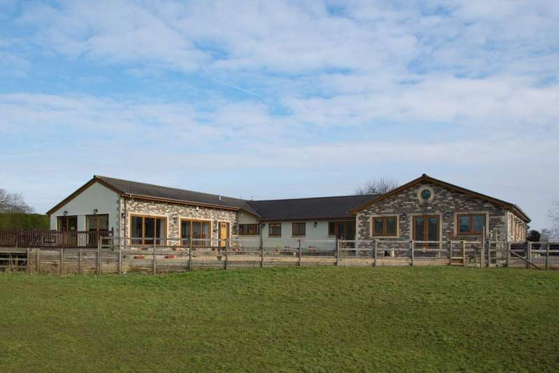 5 Bedrooms Detached House for sale in Station Approach, Pensford