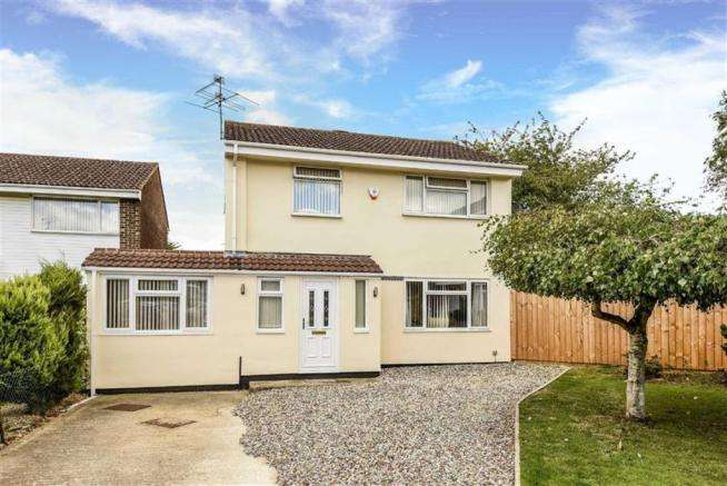 3 Bedrooms Property for sale in Tryon Close, East Swindon