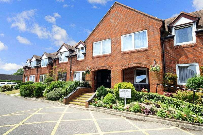2 Bedrooms Property for sale in Homestour House, Christchurch, BH23 1PF