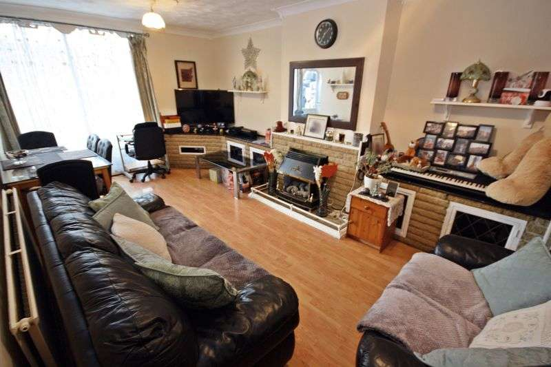 3 Bedrooms Property for sale in Convair Walk, Northolt