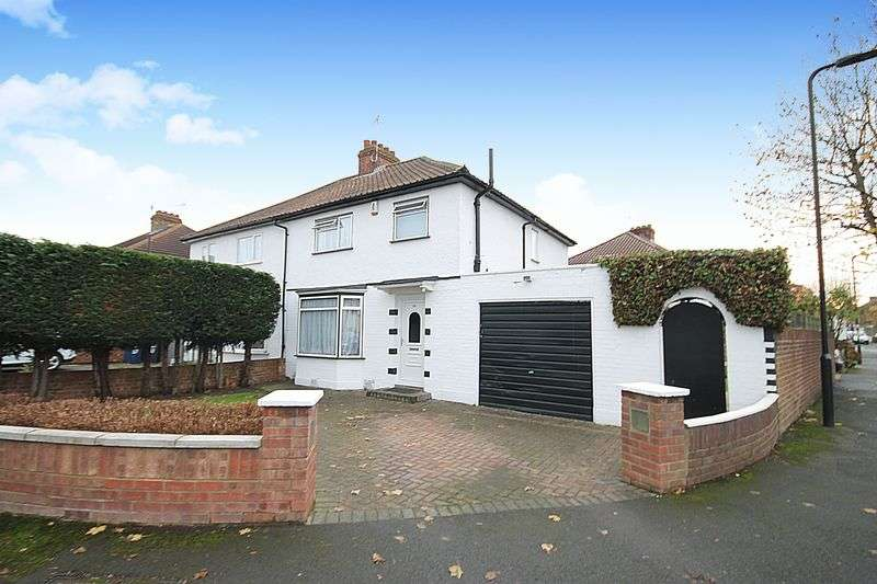 3 Bedrooms Property for sale in Costons Avenue, Greenford