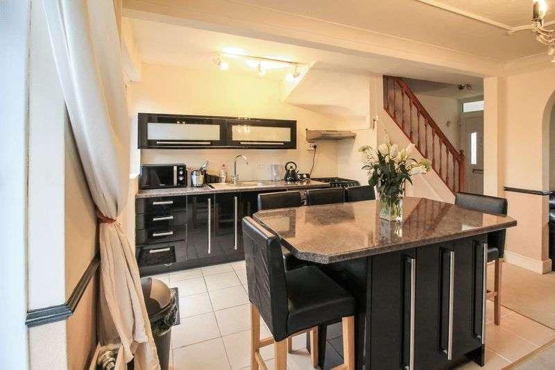 2 Bedrooms Property for sale in Goring Gardens, Dagenham