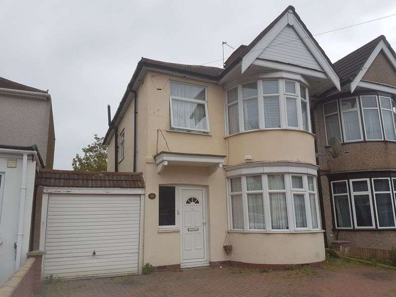 3 Bedrooms Property for sale in Kingshill Avenue, Kenton, Middlesex, HA3 8JT